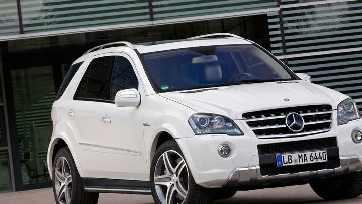 2010 Mercedes-Benz ML 63 AMG Facelift In White Front Side Pose